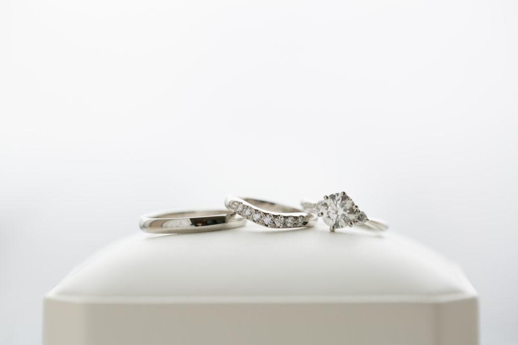華奢なリングにダイヤが輝くオーダーメイドの婚約指輪