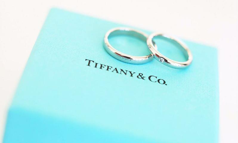シンプルながら気品のあるティファニーの指輪