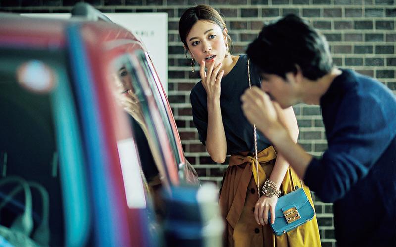 【7/16のコーデ】椙崎さんとのデート前に車の窓でメークを直して…えっ?隣で同じことしてるの、椙崎さん?