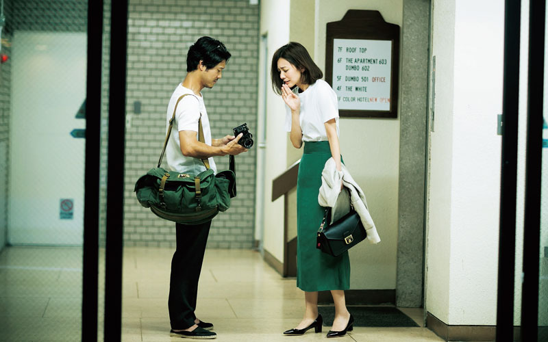 【7/3のコーデ】 エレベーターでぶつかった男性のカメラを壊しちゃったみたい…ごめんなさい、大丈夫ですか(汗)?