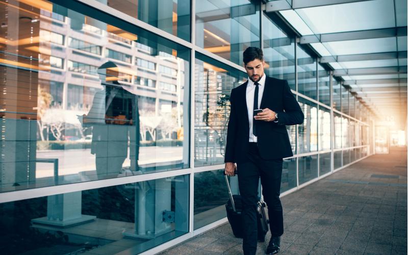 (2)会社員を見下すのに、自分もサラリーマン