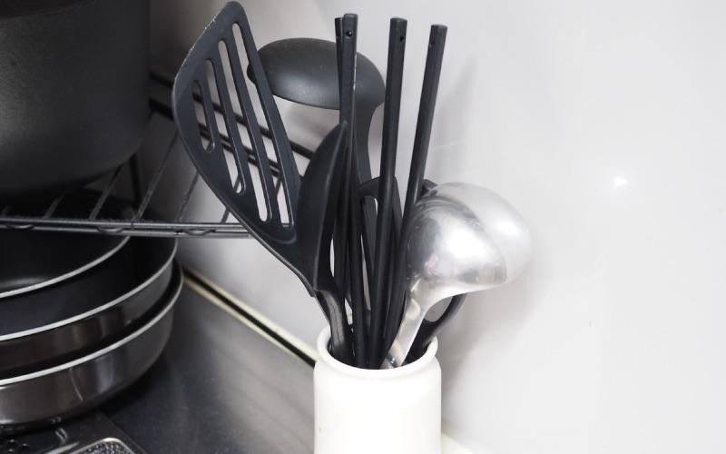 ■コツ1:キッチンツールはよく使うものだけを立てて収納