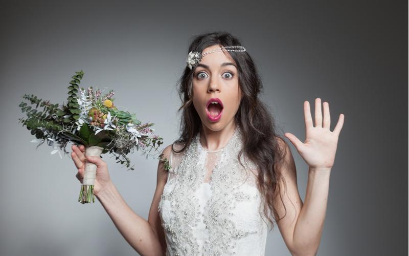 「そんな服で来ないで!」花嫁が興ざめした二次会ドレスのNGマナー