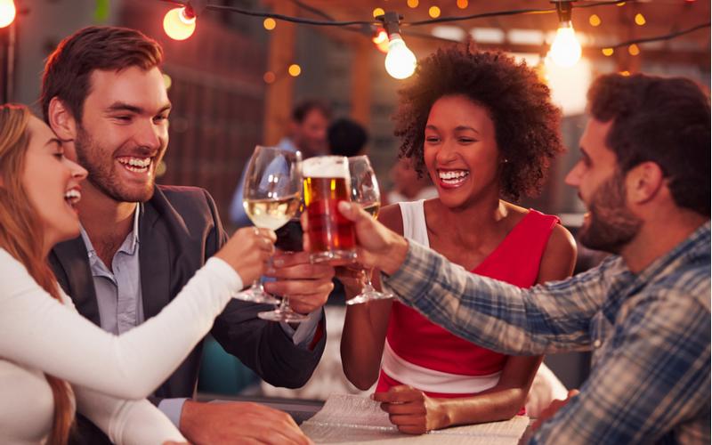 (2)飲み会で色んな女性に話しかける