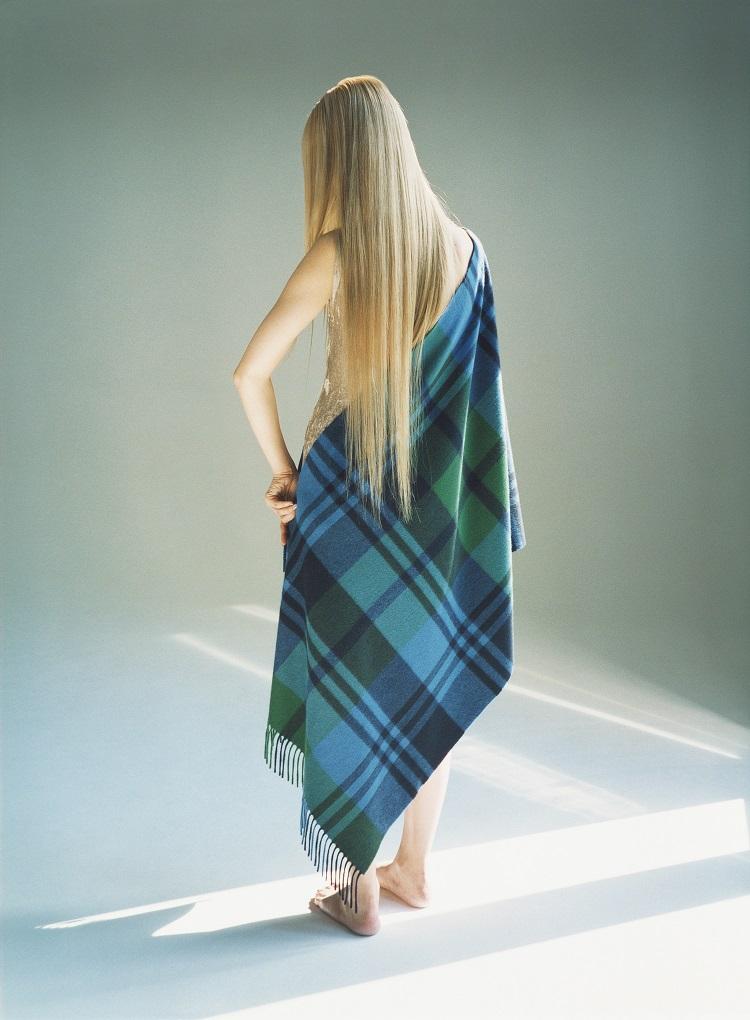 超簡単!羽織るだけで10倍オシャレになれる神ストールは今すぐ買わなきゃ