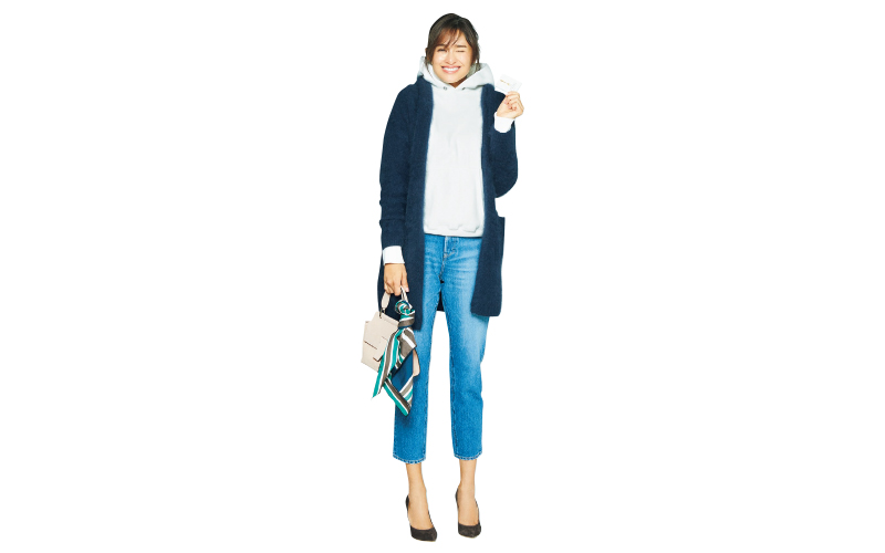 パーカ×デニムの日こそ、ヒールやミニバッグで大人っぽさを【今日のコーデ|着回しDiary】