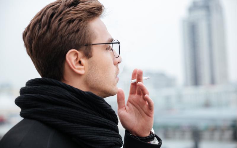 (3)常にタバコ臭い男は三大疾病持ち