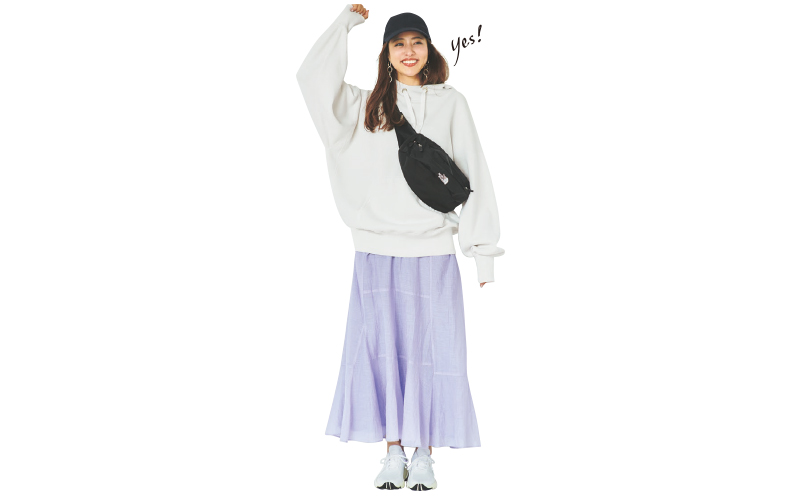 トレンドのラベンダースカートならアスレジャースタイルが大人可愛く【今日のコーデ|着回しDiary】