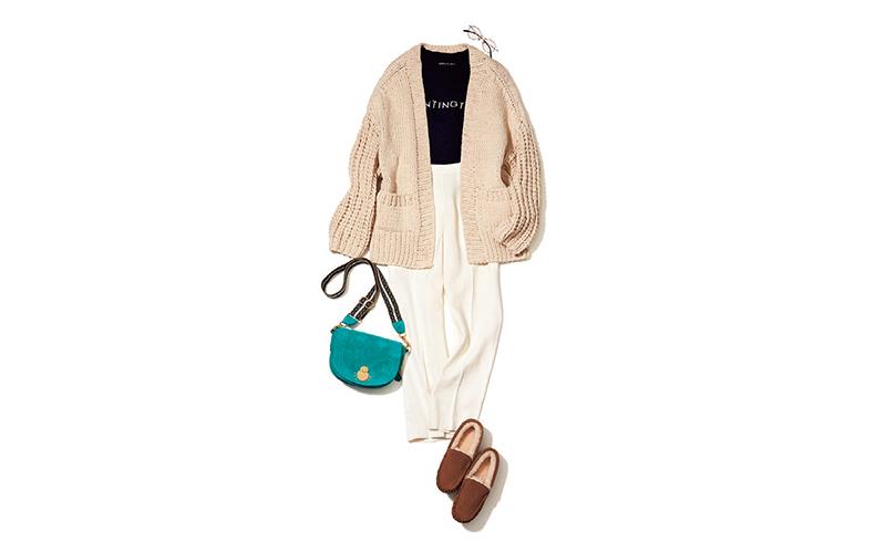 ラフなざっくりカーデとキレイめ白パンツのMIXで最旬のこなれスタイルに【今日のコーデ|着回しDiary】