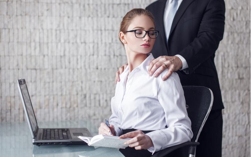信頼してたのに…憧れの上司から言われてショックだった「不倫への誘い文句」4つ