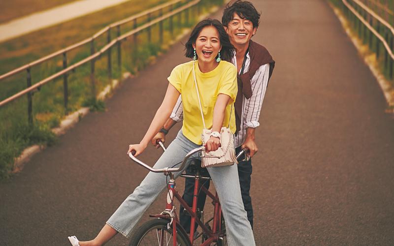 キレイ色Tシャツと淡めのブルーデニムは夏カジュアルの大本命!【今日のコーデ|着回しDiary】