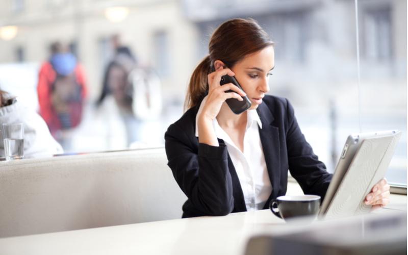 「もしもし」って言ってない?ビジネスの電話で使う間違えがちな日本語